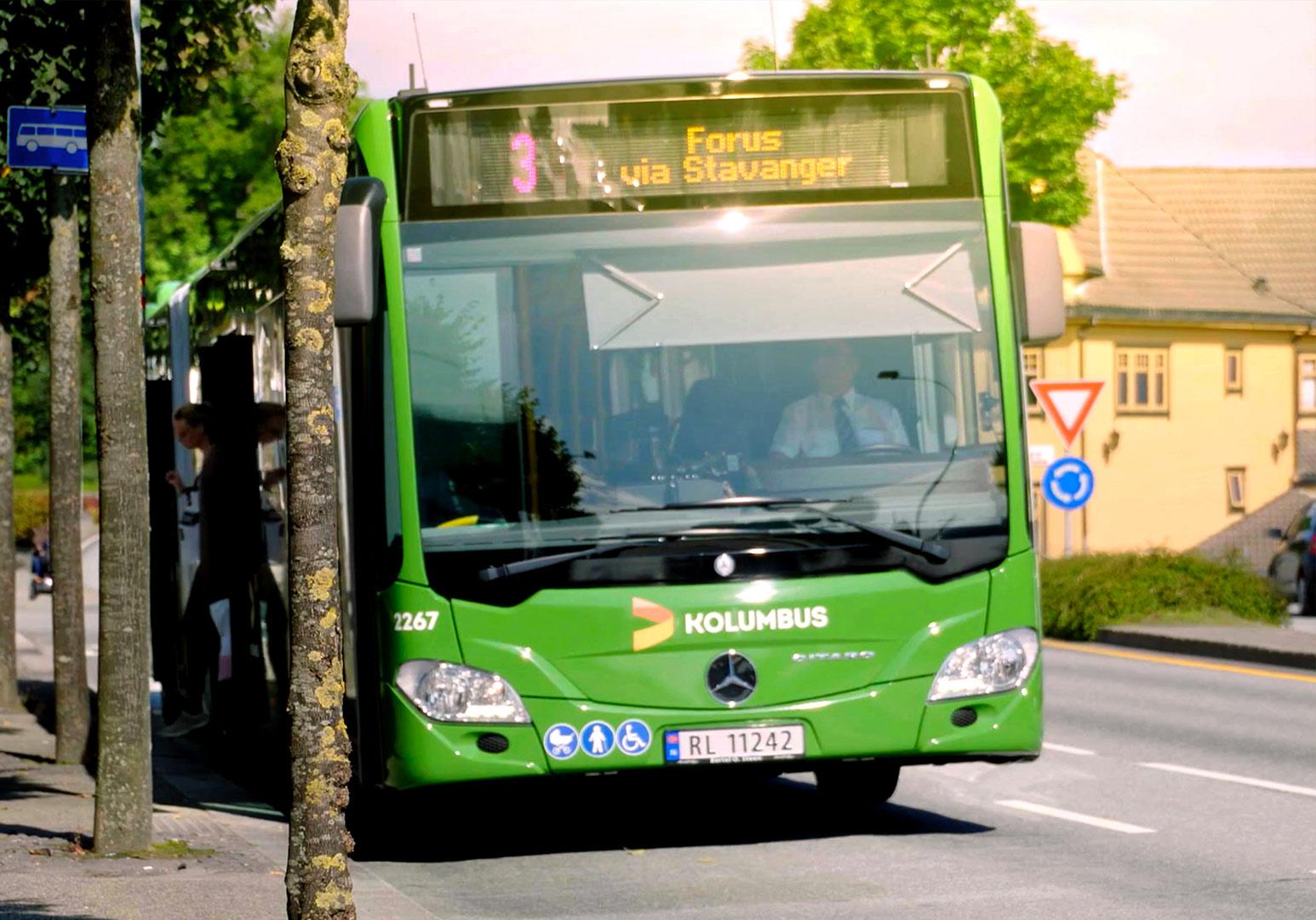 buss på bussholdeplass